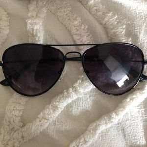 DIFF BLACK AVIATOR SUNGLASSES